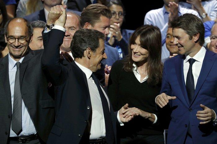 Σαρκοζί και Κάρλα Μπρούνι μαζί σε πολιτική συγκέντρωση - εικόνα 2
