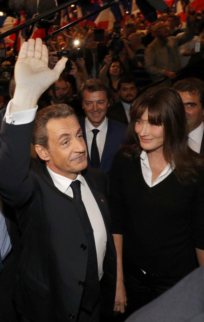 Σαρκοζί και Κάρλα Μπρούνι μαζί σε πολιτική συγκέντρωση - εικόνα 4