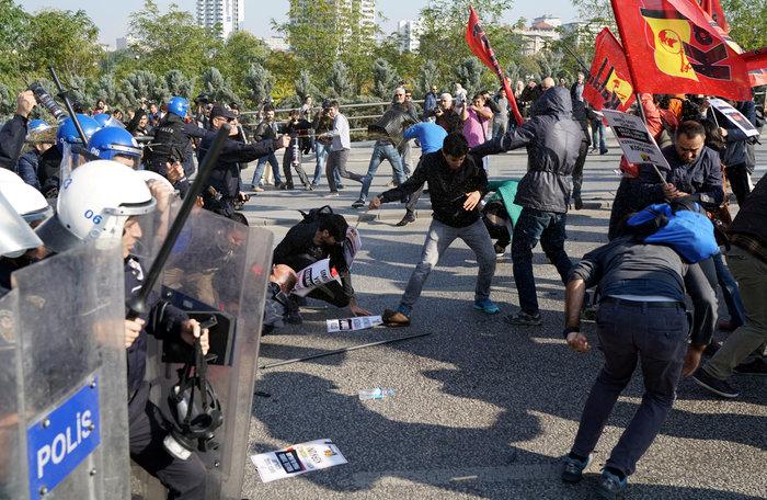 Αγριο ξύλο διαδηλωτών από την αστυνομία στην Αγκυρα