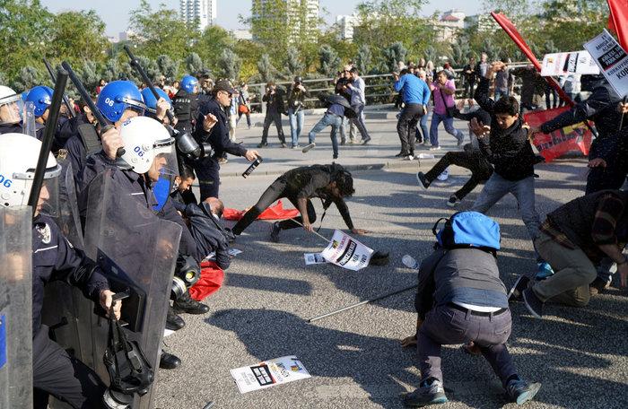 Αγριο ξύλο διαδηλωτών από την αστυνομία στην Αγκυρα - εικόνα 4