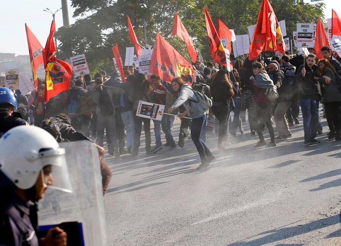 Αγριο ξύλο διαδηλωτών από την αστυνομία στην Αγκυρα - εικόνα 2
