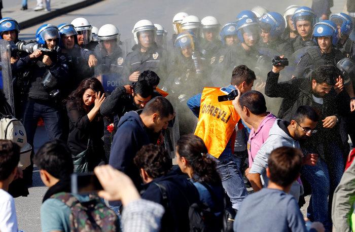 Αγριο ξύλο διαδηλωτών από την αστυνομία στην Αγκυρα - εικόνα 6