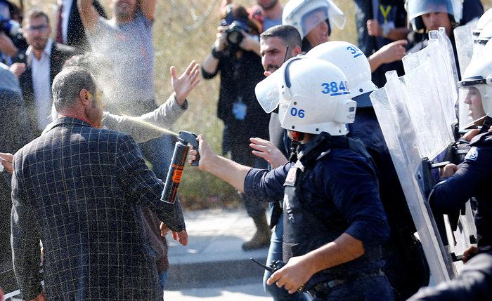Αγριο ξύλο διαδηλωτών από την αστυνομία στην Αγκυρα - εικόνα 7