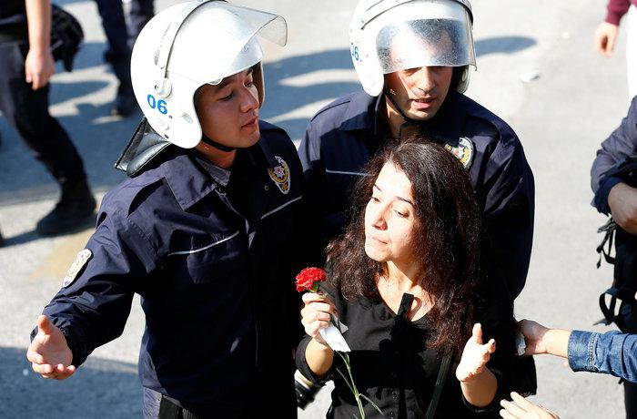 Αγριο ξύλο διαδηλωτών από την αστυνομία στην Αγκυρα - εικόνα 8