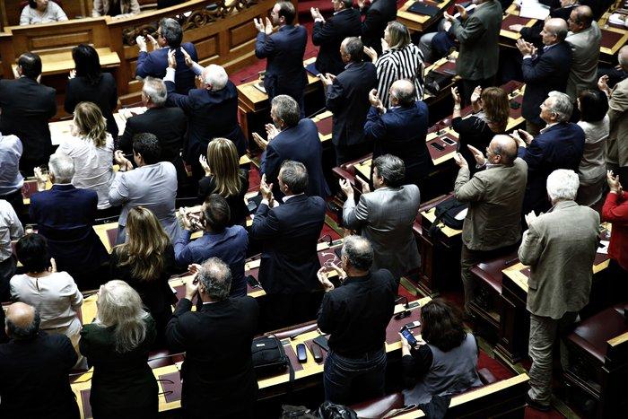 Ολα τα κρυφά στιγμιότυπα από τη συζήτηση στη Βουλή - εικόνα 3