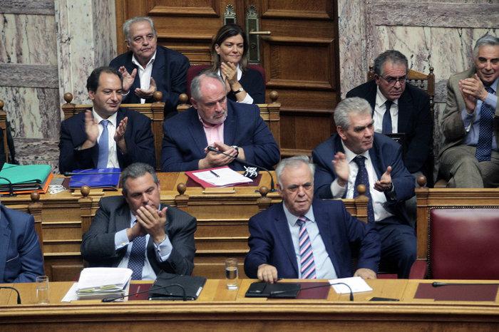 Ολα τα κρυφά στιγμιότυπα από τη συζήτηση στη Βουλή - εικόνα 6