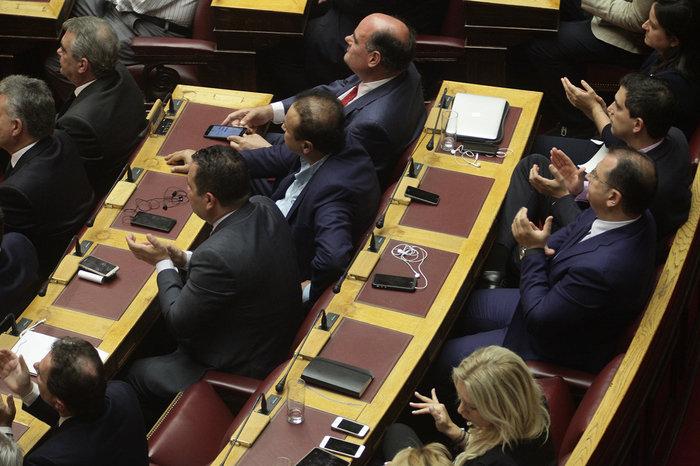 Ολα τα κρυφά στιγμιότυπα από τη συζήτηση στη Βουλή - εικόνα 4