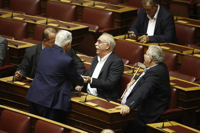 Ολα τα κρυφά στιγμιότυπα από τη συζήτηση στη Βουλή - εικόνα 10