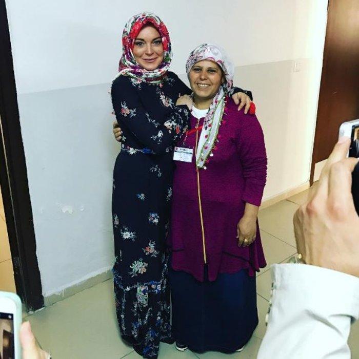Η Λ. Λόχαν επισκέφτηκε κέντρο φιλοξενίας προσφύγων στην Τουρκία