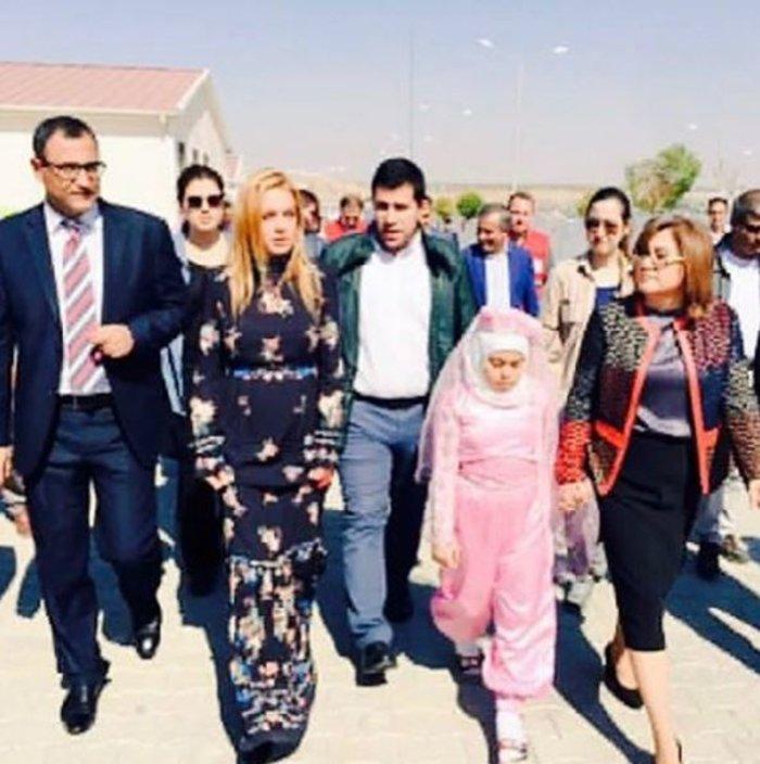 Η Λ. Λόχαν επισκέφτηκε κέντρο φιλοξενίας προσφύγων στην Τουρκία - εικόνα 2
