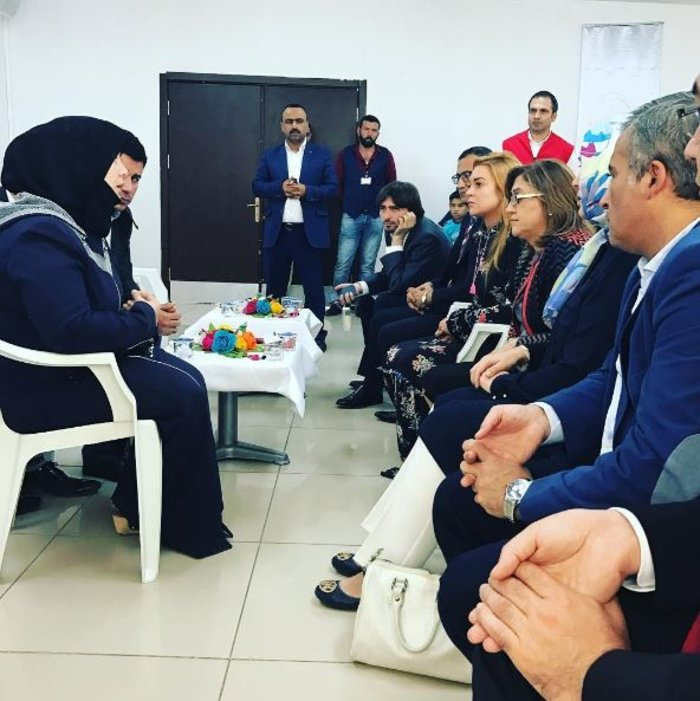 Η Λ. Λόχαν επισκέφτηκε κέντρο φιλοξενίας προσφύγων στην Τουρκία - εικόνα 3