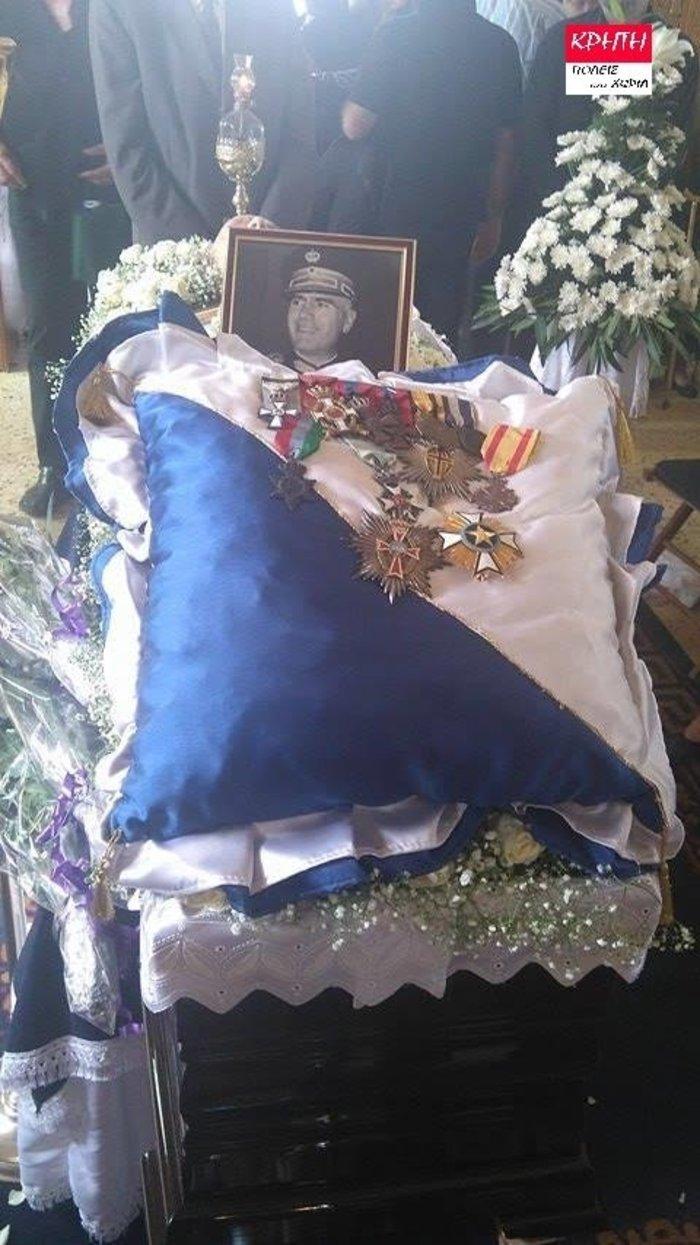 Παρουσία στελεχών της Χρυσής Αυγής η κηδεία Παττακού - εικόνα 2