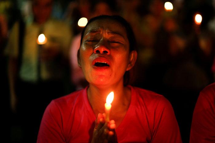 Θρήνος στην Ταϊλάνδη για τον θάνατο του Βασιλιά - εικόνα 2
