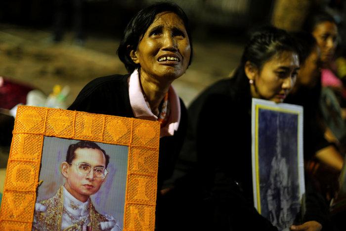 Θρήνος στην Ταϊλάνδη για τον θάνατο του Βασιλιά - εικόνα 3