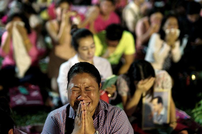 Θρήνος στην Ταϊλάνδη για τον θάνατο του Βασιλιά - εικόνα 6
