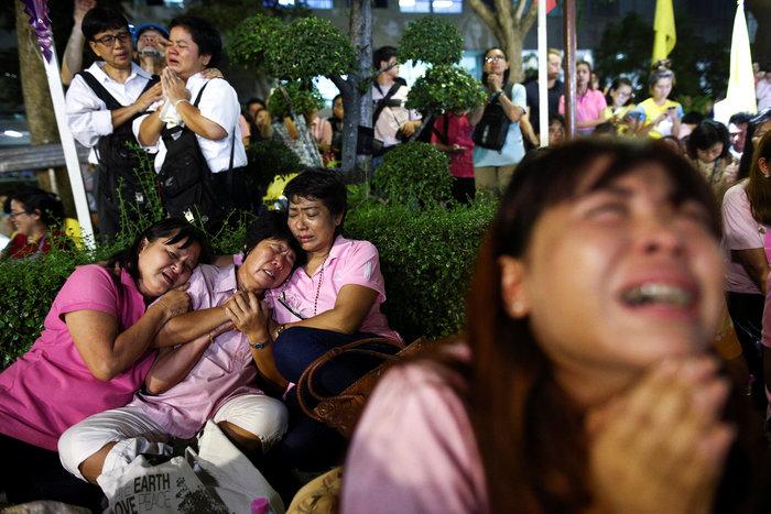 Θρήνος στην Ταϊλάνδη για τον θάνατο του Βασιλιά - εικόνα 8