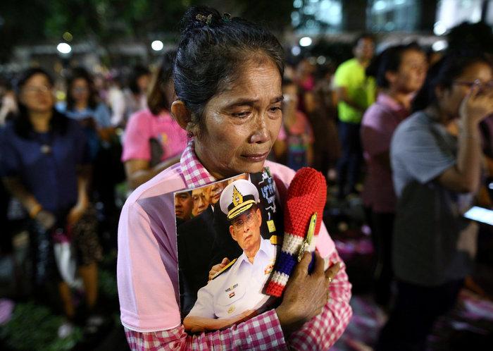 Θρήνος στην Ταϊλάνδη για τον θάνατο του Βασιλιά - εικόνα 9