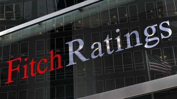 Τα ρίσκα εκτροχιασμού του προγράμματος παραμένουν εκτιμά ο οίκος αξιολόγησης Fitch