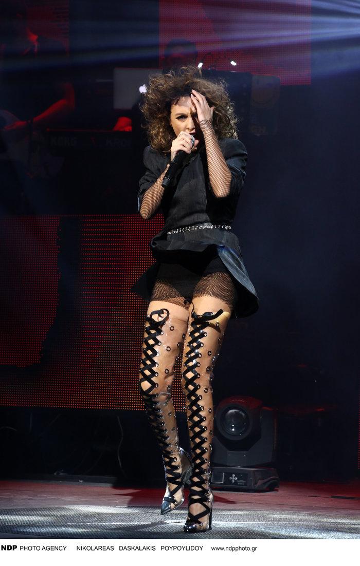Δείτε τις εκπληκτικές μπότες που φόρεσε η Τάμτα στην πρεμιέρα της