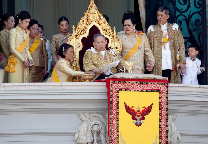 Ταϊλάνδη: Αρνείται να στεφθεί τώρα βασιλιάς ο εκκεντρικός πρίγκηπας