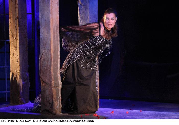 Η Ελληνίδα ιέρεια» Μαρία Ναυπλιώτου έλαμψε ως «στρίγγλα» - εικόνα 8