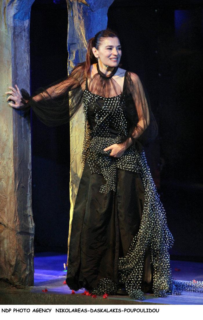 Η Ελληνίδα ιέρεια» Μαρία Ναυπλιώτου έλαμψε ως «στρίγγλα» - εικόνα 9