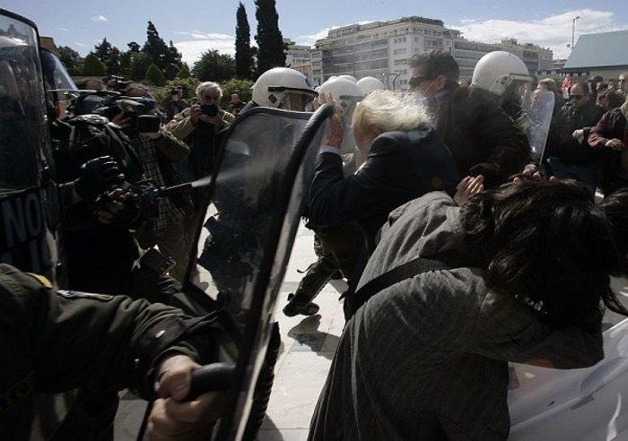 Δακρυγόνα και διαδηλώσεις: Ιστορία μου, (δακρυσμένη) αμαρτία μου - εικόνα 2