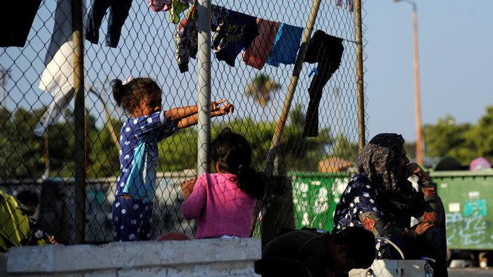 Για τρεις ενδείξεις που δείχνουν ότι η Ελλάδα «έχει γυρίσει την πλάτη στην προσφυγική πολιτική της καγκελαρίου Μέρκελ και τη συμφωνία Ελλάδας - Τουρκίας στο προσφυγικό», κάνει λόγο το γερμανικό περιοδικό Focus.