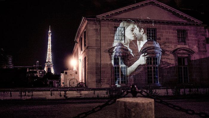 upl58085cd705776 - Το Παρίσι γέμισε με 100 φιλιά γιατί η μόνη αληθινή γλώσσα είναι το φιλί
