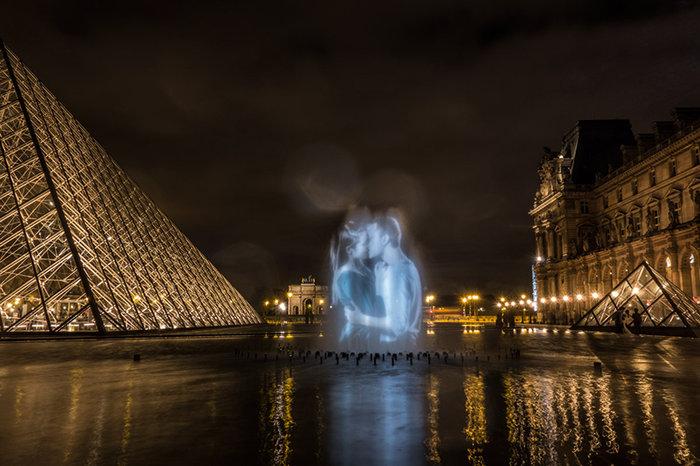 upl58085d1272d64 - Το Παρίσι γέμισε με 100 φιλιά γιατί η μόνη αληθινή γλώσσα είναι το φιλί