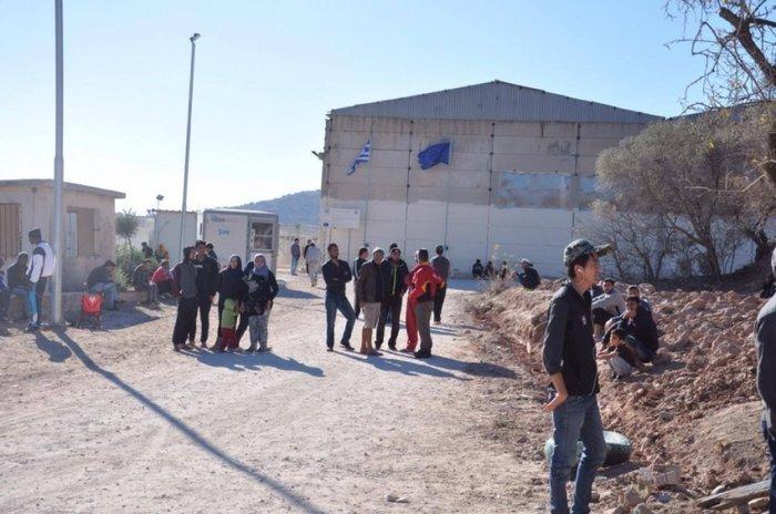Υπό κατάληψη από τους πρόσφυγες το hotspot της ΒΙΑΛ στη Χίο - εικόνα 2