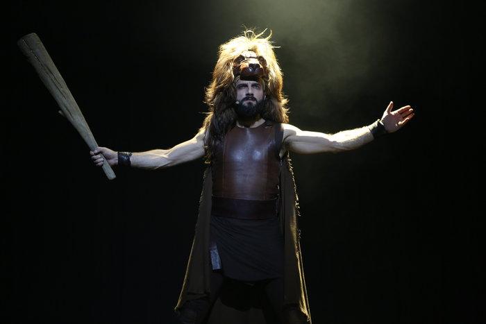 Οι 12 άθλοι του Ηρακλή και πάλι στο Θέατρο Πάνθεον, με τον Νίκο Κουρή