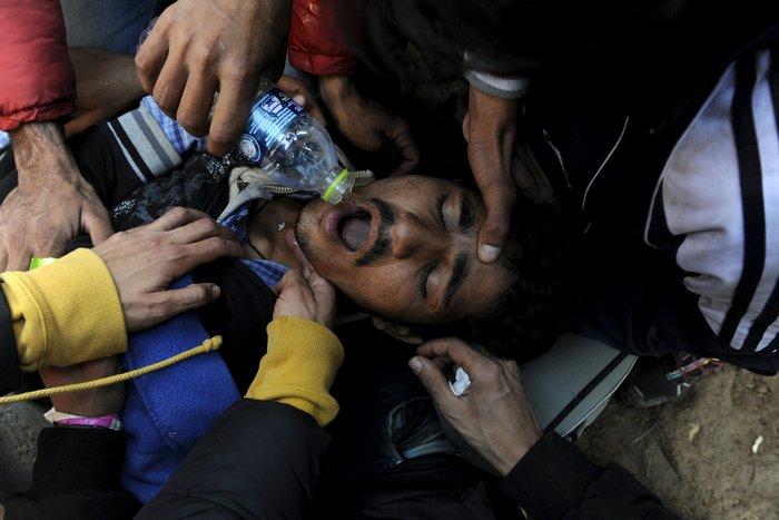 Εκτός ελέγχου η κατάσταση στην Ειδομένη, νεκρός μετανάστης - εικόνα 2