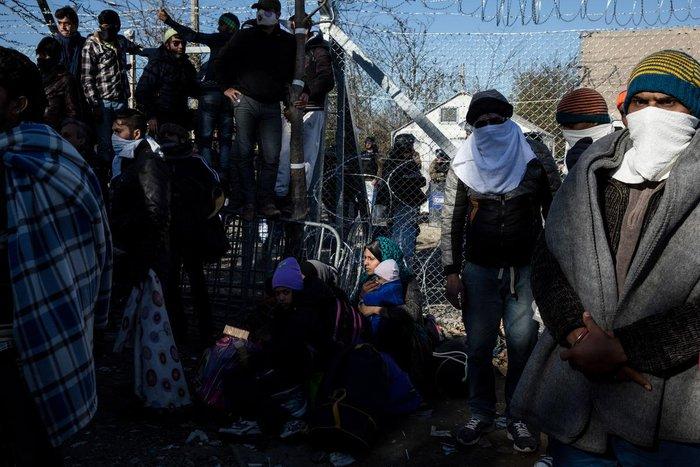 Ο θρήνος για τον νεκρό πρόσφυγα στην Ειδομένη και η περιφορά της σορού - εικόνα 6