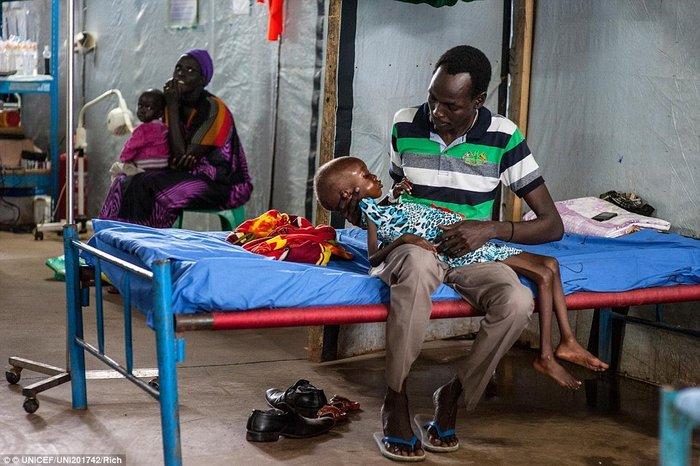 Οι 11 μέρες που άλλαξαν τη ζωή ενός υποσιτισμένου κοριτσιού στο Σουδάν - εικόνα 2
