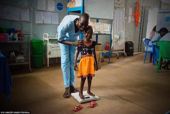 Οι 11 μέρες που άλλαξαν τη ζωή ενός υποσιτισμένου κοριτσιού στο Σουδάν - εικόνα 5