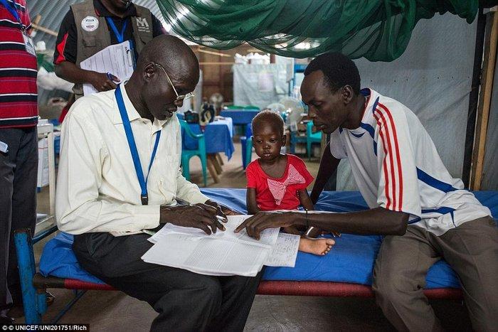 Οι 11 μέρες που άλλαξαν τη ζωή ενός υποσιτισμένου κοριτσιού στο Σουδάν - εικόνα 3