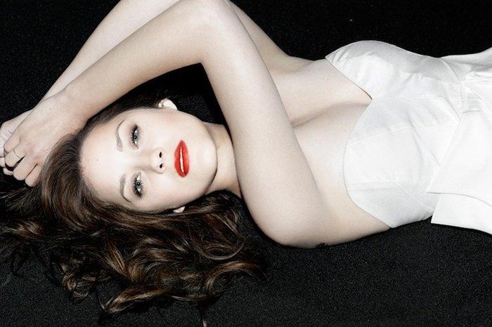 6 διάσημες καλλονές σε σέξι πόζες από τον φακό του Μ. Σκουίρ