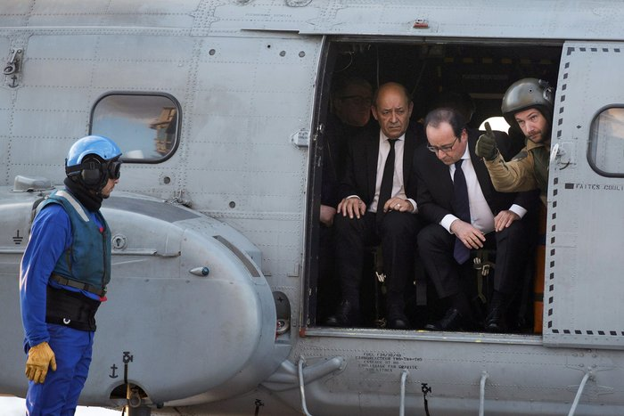 Ο Ολάντ στο αεροπλανοφόρο Σαρλ ντε Γκολ