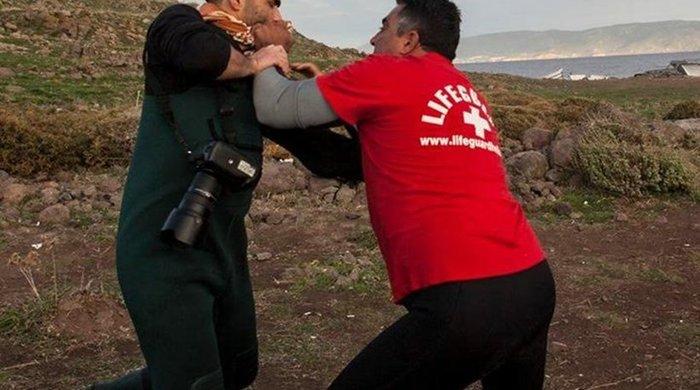 Φασιστοειδή χτύπησαν το γιο του γνωστού φωτογράφου Δημήτρη Μεσσήνη