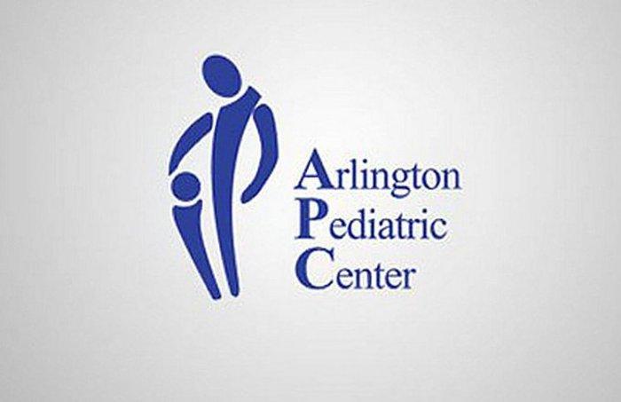 Το Παιδιατρικό Κέντρο Άρλινγκτον στη Βιρτζίνια δέχεται οικογένειες με χαμηλό εισόδημα, αλλά όποιος δει αυτό το παλιό λογότυπο μπορεί να έχει δεύτερες σκέψεις.