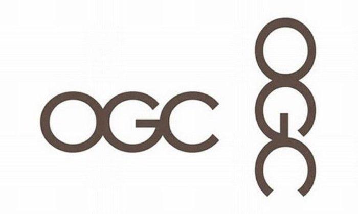 Όταν το βρετανικό Γραφείο Εμπορίου παρουσίασε αυτό το κομψό λογότυπο το 2008, ο βρετανικός Τύπος το γύρισε 90 μοίρες για να δείξει έναν άνθρωπο που αυτοϊκανοποιείται. Το λογότυπο καταργήθηκε λίγο αργότερα.