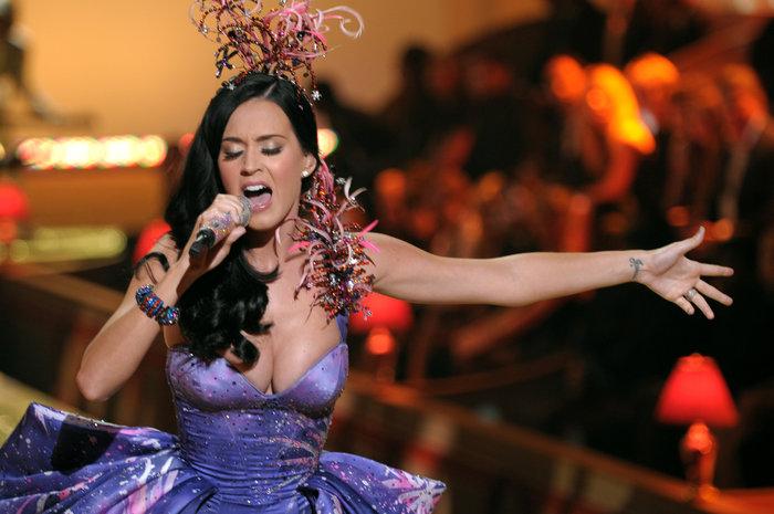 Forbes: Οι πιο ακριβοπληρωμένες τραγουδίστριες του 2015. Μυθικά ποσά.