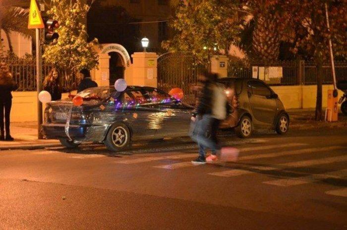 Ακτιβιστές τύλιξαν με σελοφάν αυτοκίνητα που εμπόδιζαν την πρόσβαση ΑμεΑ - εικόνα 5