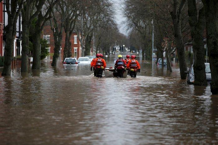 Bιβλικές πλημμύρες στη βόρεια Αγγλία - Σε κατάσταση έκτακτης ανάγκης η χώρα - εικόνα 2