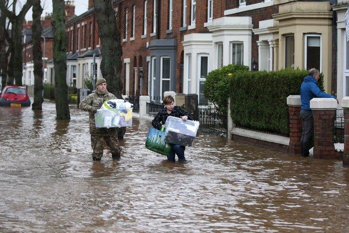 Bιβλικές πλημμύρες στη βόρεια Αγγλία - Σε κατάσταση έκτακτης ανάγκης η χώρα - εικόνα 4