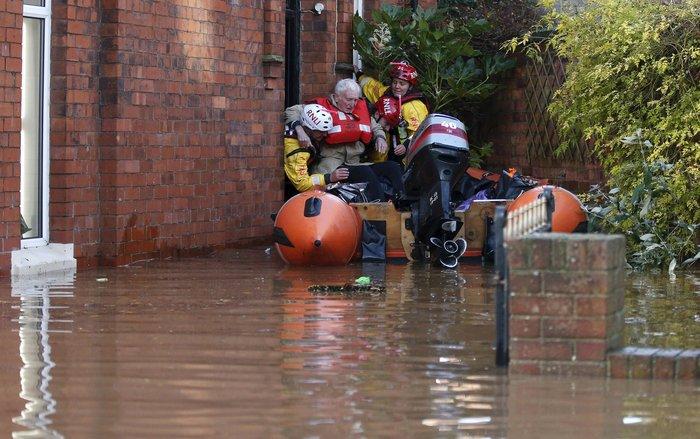 Bιβλικές πλημμύρες στη βόρεια Αγγλία - Σε κατάσταση έκτακτης ανάγκης η χώρα - εικόνα 6