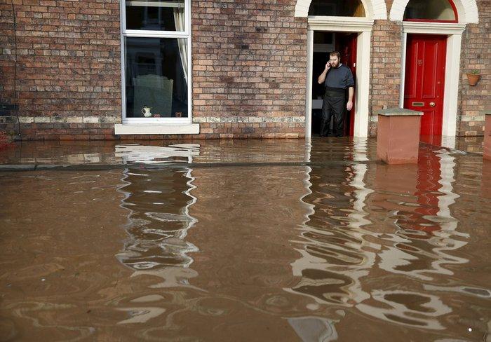 Bιβλικές πλημμύρες στη βόρεια Αγγλία - Σε κατάσταση έκτακτης ανάγκης η χώρα - εικόνα 8