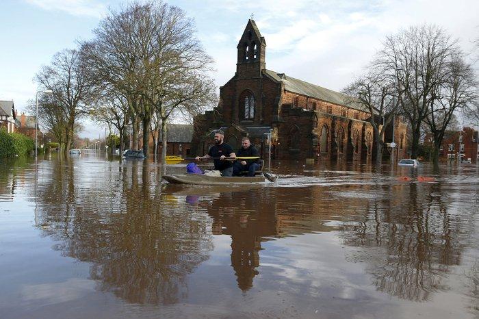 Bιβλικές πλημμύρες στη βόρεια Αγγλία - Σε κατάσταση έκτακτης ανάγκης η χώρα - εικόνα 9