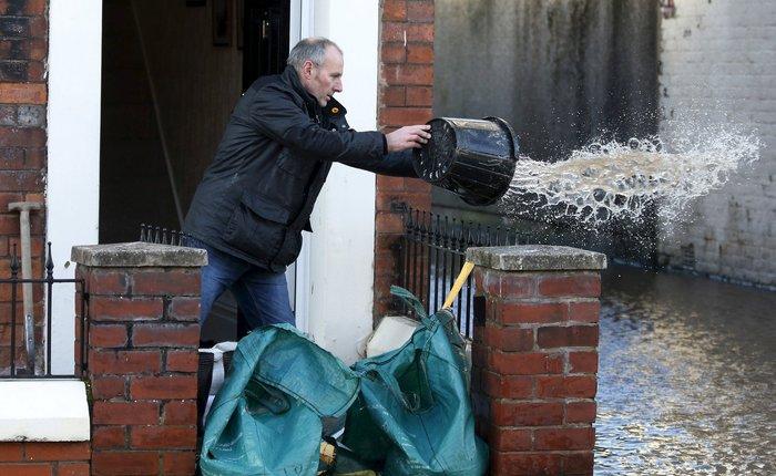 Bιβλικές πλημμύρες στη βόρεια Αγγλία - Σε κατάσταση έκτακτης ανάγκης η χώρα - εικόνα 10